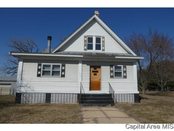 1301 E 4th St, Beardstown, IL 62618 (MLS #182221) :: Killebrew & Co Real Estate Team