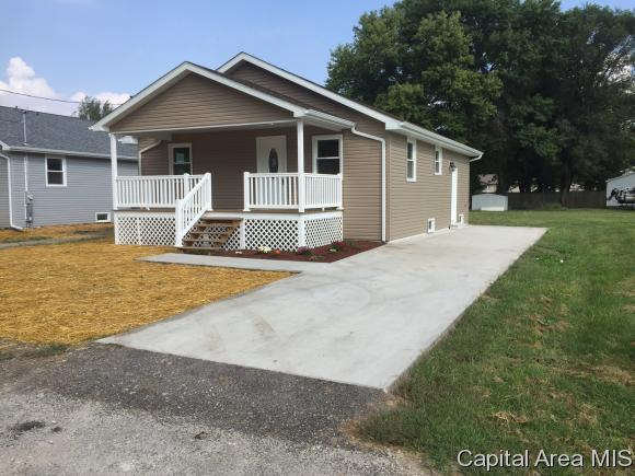 817 E Cleveland, Taylorville, IL 62568 (MLS #182261) :: Killebrew & Co Real Estate Team