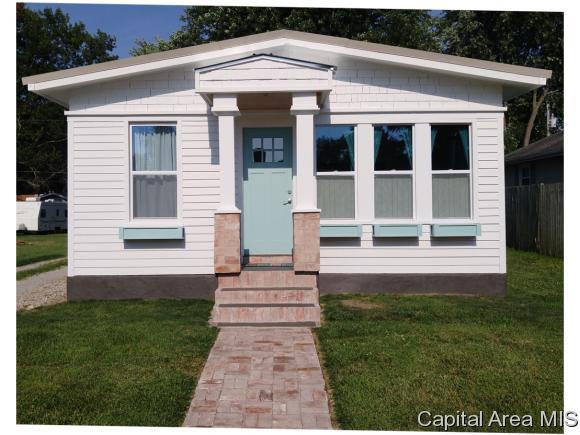 615 Chiles Street, Carlinville, IL 62626 (MLS #182262) :: Killebrew & Co Real Estate Team