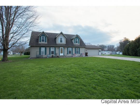 1201 S Cheney St, Taylorville, IL 62568 (MLS #182268) :: Killebrew & Co Real Estate Team