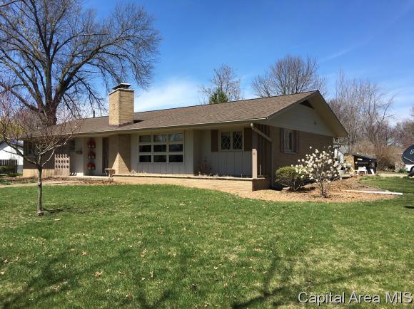 170 E Monroe, Auburn, IL 62615 (MLS #182297) :: Killebrew & Co Real Estate Team