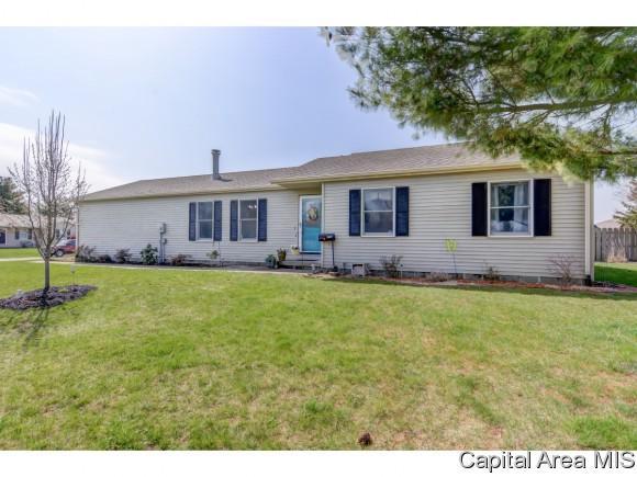 1027 W Van Buren St, Auburn, IL 62615 (MLS #182309) :: Killebrew & Co Real Estate Team