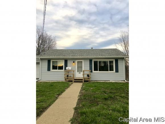 105 S Line St, Knoxville, IL 61448 (MLS #182363) :: Killebrew & Co Real Estate Team