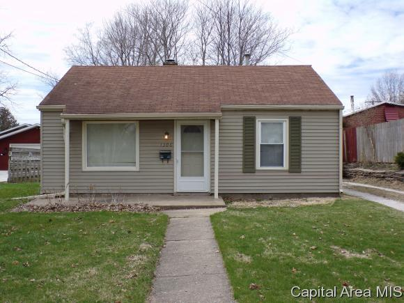 1306 N Cedar St, Galesburg, IL 61401 (MLS #182376) :: Killebrew & Co Real Estate Team