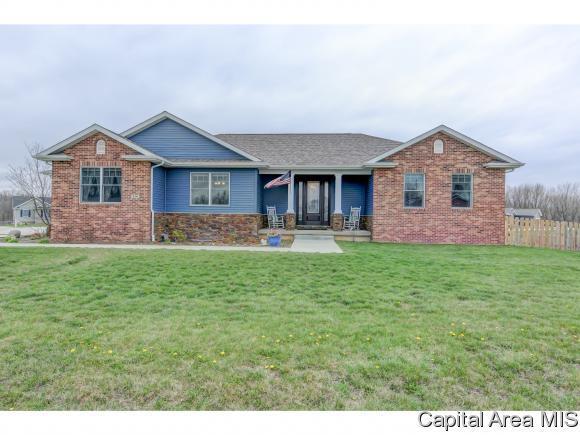 516 Harrison Dr, Mechanicsburg, IL 62545 (MLS #182393) :: Killebrew & Co Real Estate Team