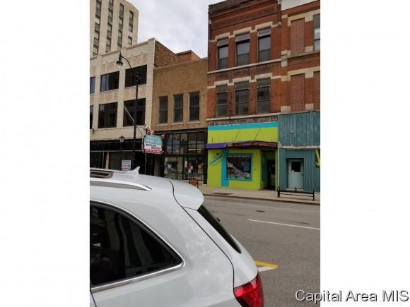 627 E Adams St, Springfield, IL 62701 (MLS #182399) :: Killebrew & Co Real Estate Team
