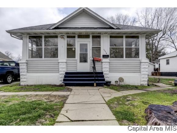 1114 W Adams, Taylorville, IL 62568 (MLS #182400) :: Killebrew & Co Real Estate Team