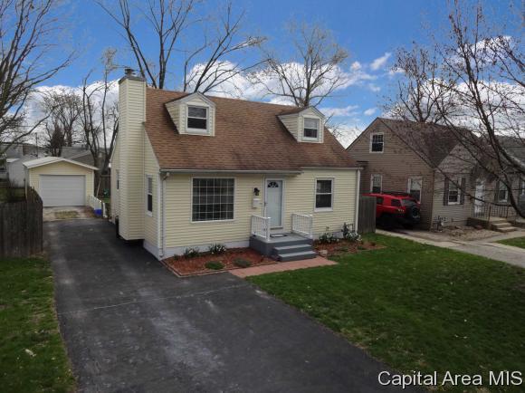 3024 S Lincoln, Springfield, IL 62704 (MLS #182405) :: Killebrew & Co Real Estate Team