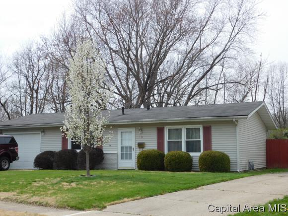 1377 Crestview Dr, Springfield, IL 62702 (MLS #182406) :: Killebrew & Co Real Estate Team