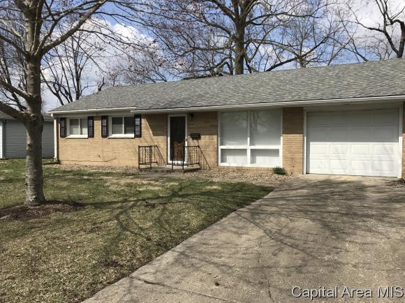 3305 St Francis, Springfield, IL 62703 (MLS #182407) :: Killebrew & Co Real Estate Team