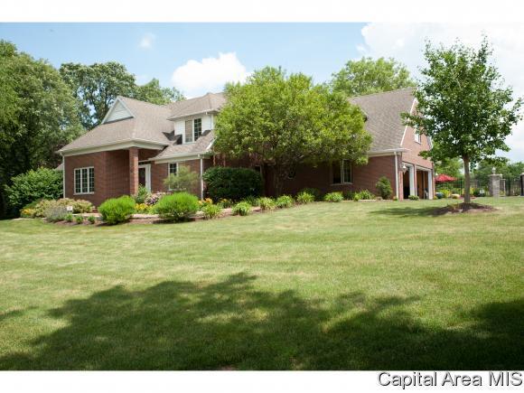677 Goodsill Drive, E. Galesburg, IL 61430 (MLS #182684) :: Killebrew & Co Real Estate Team