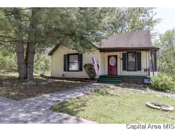 908 E Madison St, Riverton, IL 62561 (MLS #182753) :: Killebrew & Co Real Estate Team
