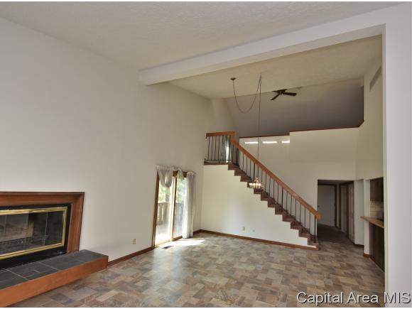 87 Country Place, Springfield, IL 62703 (MLS #182764) :: Killebrew & Co Real Estate Team