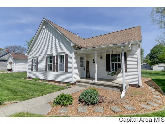 216 W Caldwell St, Auburn, IL 62615 (MLS #182833) :: Killebrew & Co Real Estate Team