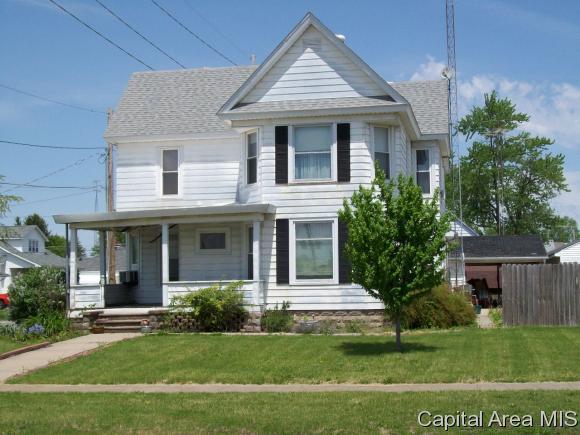 37 W Cross, Winchester, IL 62694 (MLS #182865) :: Killebrew & Co Real Estate Team