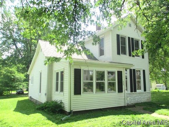 446 S East St, Jacksonville, IL 62650 (MLS #183166) :: Killebrew & Co Real Estate Team