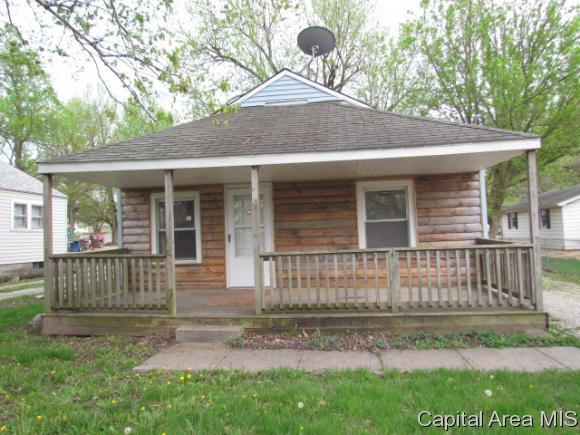 1112 W England St, Taylorville, IL 62568 (MLS #183171) :: Killebrew & Co Real Estate Team
