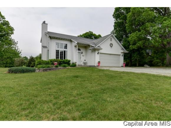 1414 N 1025 E Road, Taylorville, IL 62568 (MLS #183176) :: Killebrew & Co Real Estate Team