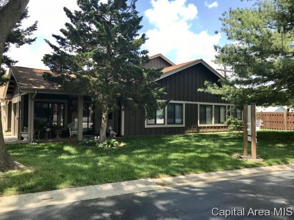 25 Redwood Ln, Springfield, IL 62704 (MLS #183180) :: Killebrew & Co Real Estate Team