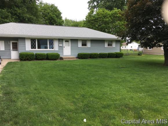 701 E Chestnut St, Chatham, IL 62629 (MLS #183244) :: Killebrew & Co Real Estate Team