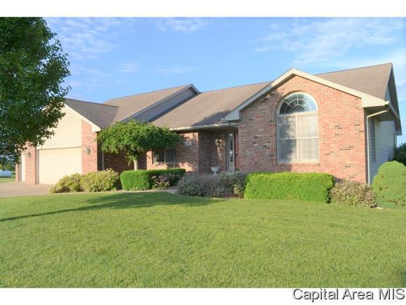 17 Drake Road, Jacksonville, IL 62650 (MLS #183420) :: Killebrew & Co Real Estate Team