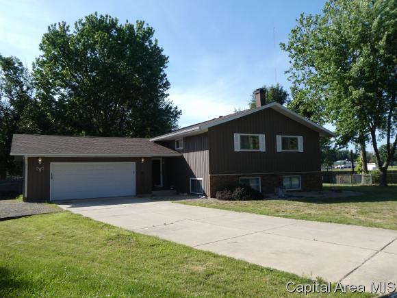 35 Mueller Ct, Riverton, IL 62561 (MLS #183571) :: Killebrew & Co Real Estate Team