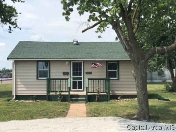 204 E Monroe St, Girard, IL 62640 (MLS #183649) :: Killebrew & Co Real Estate Team