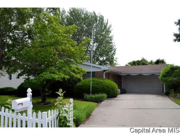 38 Royal Rd, Springfield, IL 62702 (MLS #183719) :: Killebrew & Co Real Estate Team