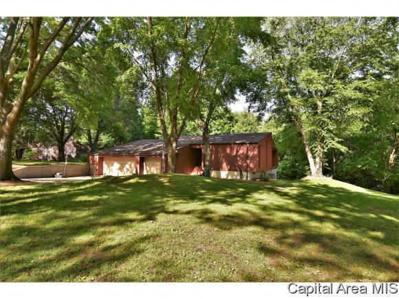12 Forest Green Dr, Springfield, IL 62711 (MLS #183766) :: Killebrew & Co Real Estate Team