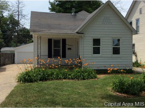1131 N Patton St, Springfield, IL 62702 (MLS #183872) :: Killebrew & Co Real Estate Team