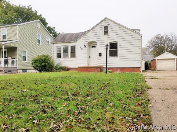 2425 S 8TH ST, Springfield, IL 62703 (MLS #183980) :: Killebrew & Co Real Estate Team