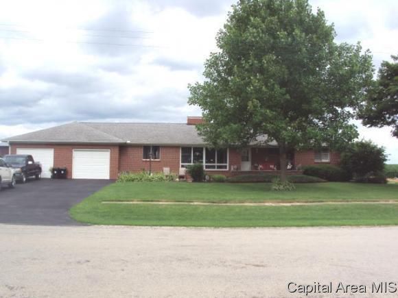 631 S Center St, Oneida, IL 61467 (MLS #184093) :: Killebrew & Co Real Estate Team