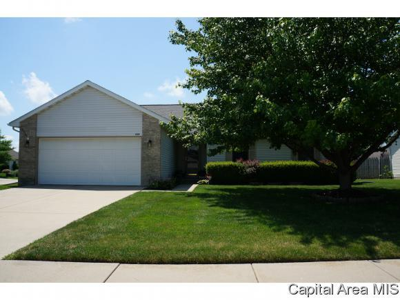 828 Whispering Pines Dr, Chatham, IL 62629 (MLS #184311) :: Killebrew & Co Real Estate Team