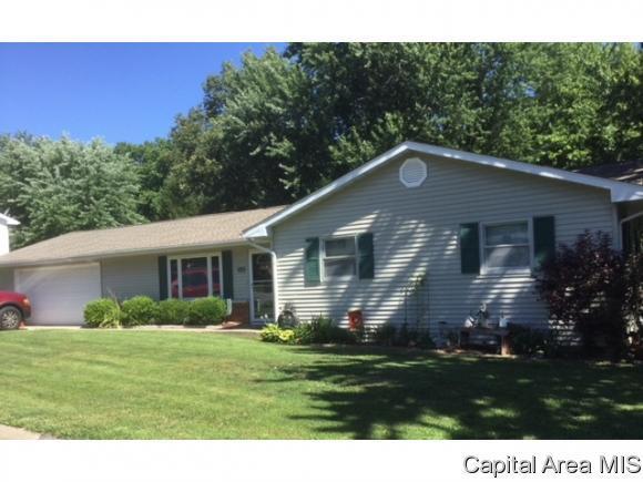 546 Circle Drive, Pleasant Plains, IL 62677 (MLS #184346) :: Killebrew & Co Real Estate Team