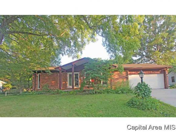 18 Iroquois St, Springfield, IL 62711 (MLS #184371) :: Killebrew & Co Real Estate Team