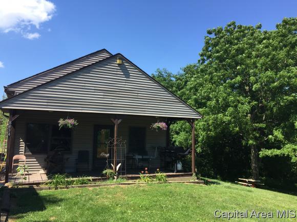 8434 Thomas Rd, Rochester, IL 62563 (MLS #184560) :: Killebrew & Co Real Estate Team