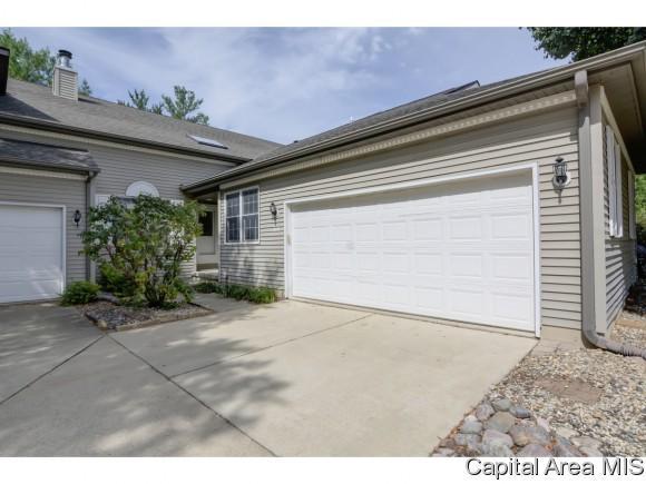 2508 B Chapel Hill Rd, Springfield, IL 62702 (MLS #184684) :: Killebrew & Co Real Estate Team