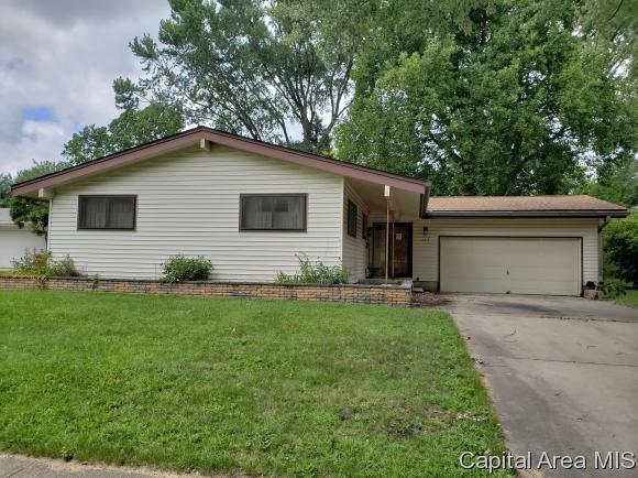 2213 Fairway Dr, Springfield, IL 62704 (MLS #184715) :: Killebrew & Co Real Estate Team