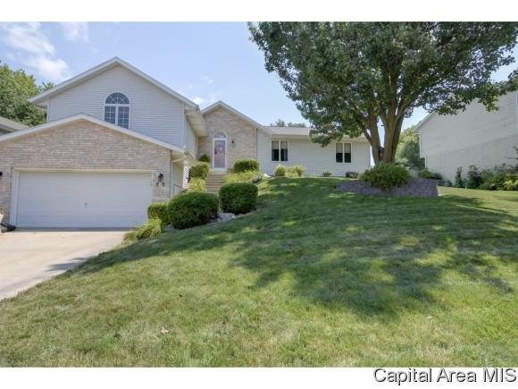 26 Taft Dr, Rochester, IL 62563 (MLS #184848) :: Killebrew & Co Real Estate Team
