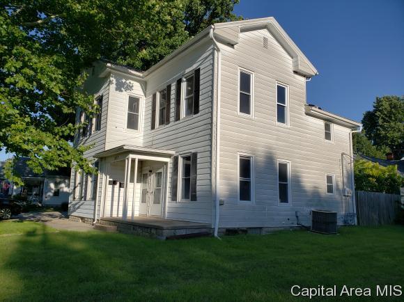 207 E Superior Ave, Jacksonville, IL 62650 (MLS #184876) :: Killebrew & Co Real Estate Team