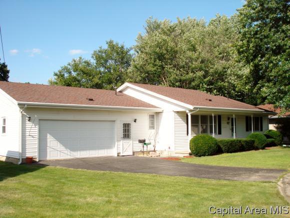 591 Walnut Street, Knoxville, IL 61448 (MLS #184890) :: Killebrew & Co Real Estate Team