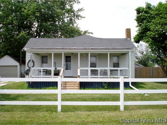 304 N Snapp Street, Abingdon, IL 61410 (MLS #184904) :: Killebrew & Co Real Estate Team