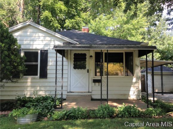 1604 Elmwood St, Jacksonville, IL 62650 (MLS #185037) :: Killebrew & Co Real Estate Team