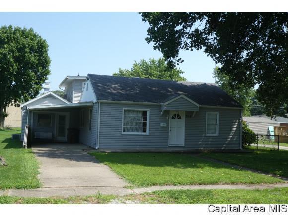 324 S Church St, Virden, IL 62690 (MLS #185066) :: Killebrew & Co Real Estate Team