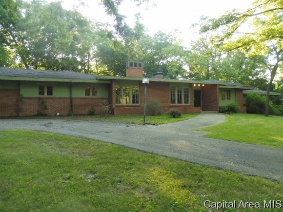 26 Montgomery Place, Decatur, IL 62522 (MLS #185108) :: Killebrew & Co Real Estate Team