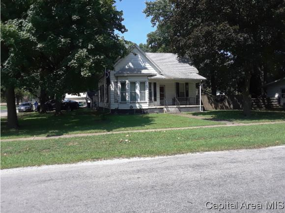 620 W Madison Street, Girard, IL 62640 (MLS #185156) :: Killebrew & Co Real Estate Team