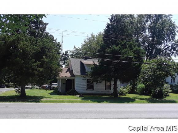 103 S 7th Street, Girard, IL 62640 (MLS #185160) :: Killebrew & Co Real Estate Team
