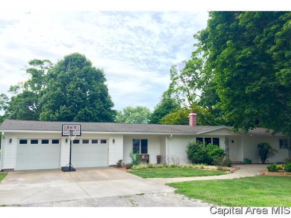 640 Linden Pt, Petersburg, IL 62675 (MLS #185194) :: Killebrew & Co Real Estate Team