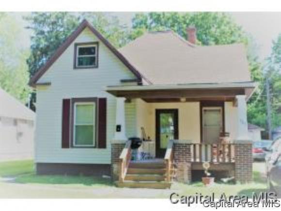 325 E Superior Ave, Jacksonville, IL 62650 (MLS #185210) :: Killebrew & Co Real Estate Team