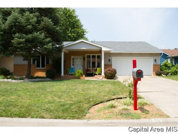 11 Roosevelt Road, Springfield, IL 62703 (MLS #185211) :: Killebrew & Co Real Estate Team
